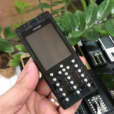 Điện thoại Mobiado Russia màu đen